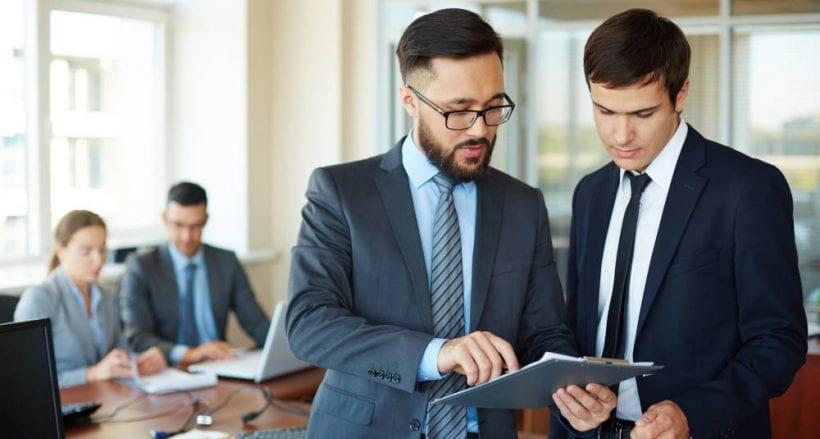 Asesor fiscal asesorando
