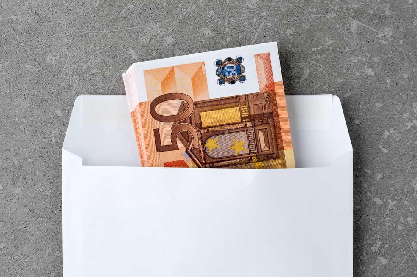 Portada sobre con dinero negro extinción contrato